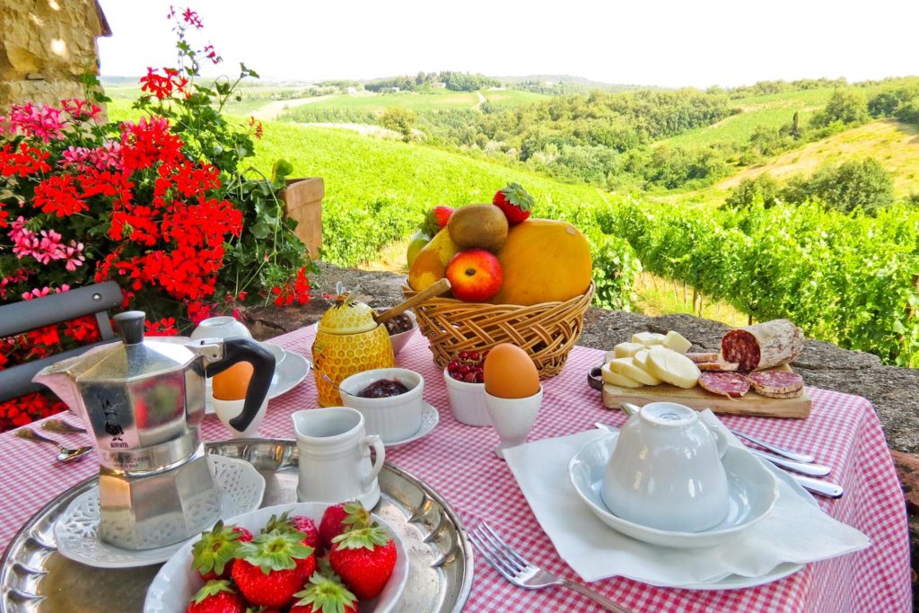 Breakfast on Chianti vineyards