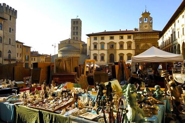 Italy, Tuscany, Arezzo, Antiques market.