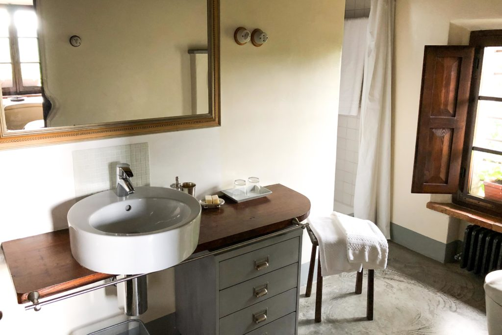 Villa Oliviera bathroom - Chianti Siena Tuscany villas apartments