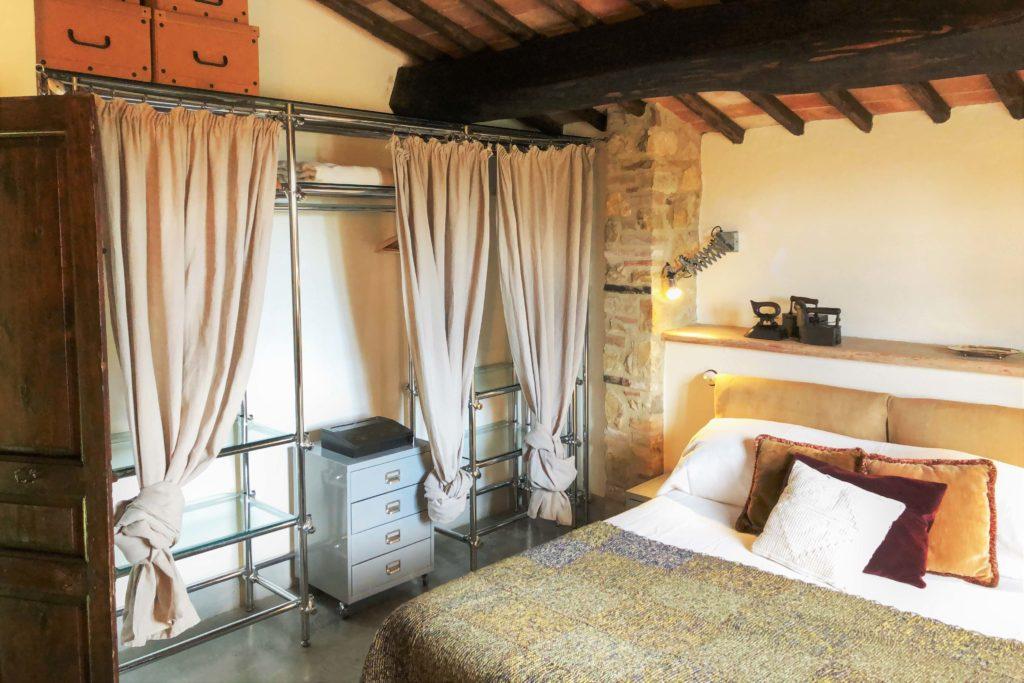 Villa Oliviera bedroom - Chianti Siena Tuscany villas apartments