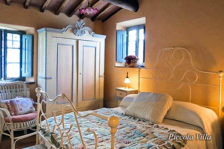 Piccola Villa bedroom - Chianti Siena Tuscany villas apartments