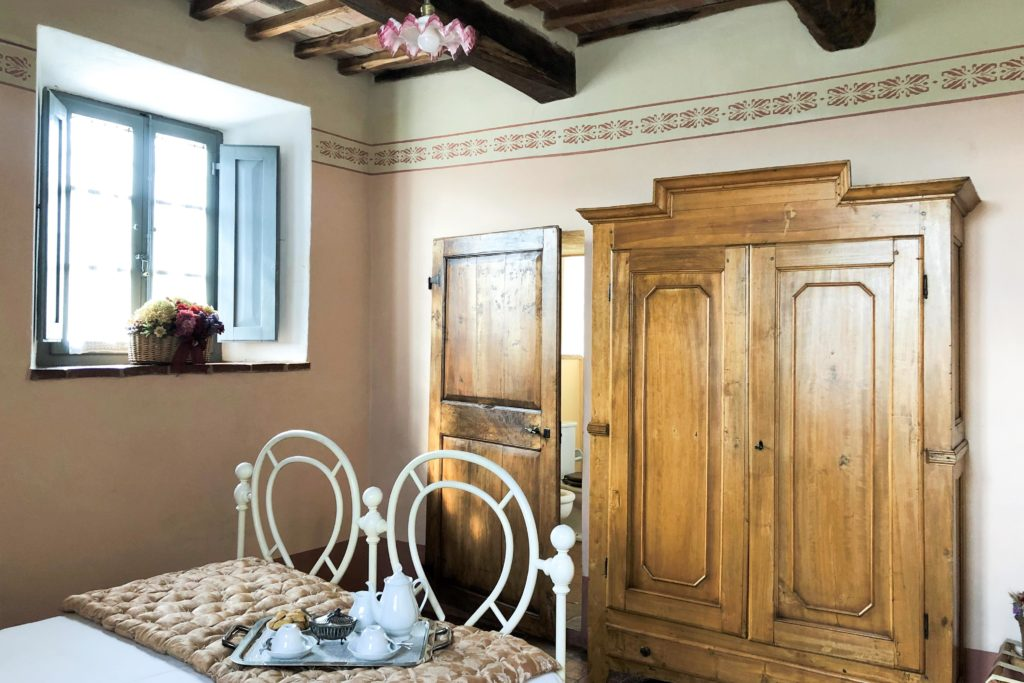 Room Double Viola - bed and breakfast in Chianti Siena Tuscany