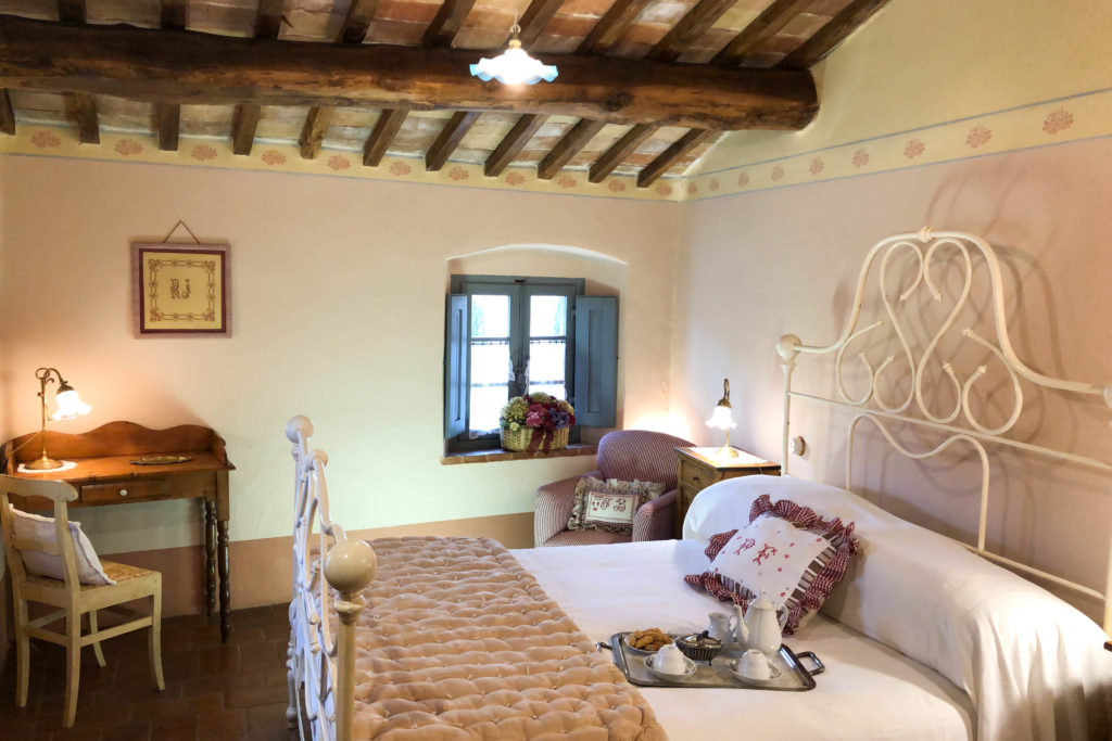 Room of Suite Gaura - bed and breakfast in Chianti Siena Tuscany