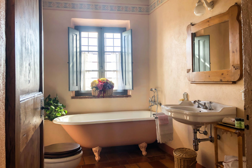 Double Flora bathroom - bed and breakfast in Chianti Siena Tuscany