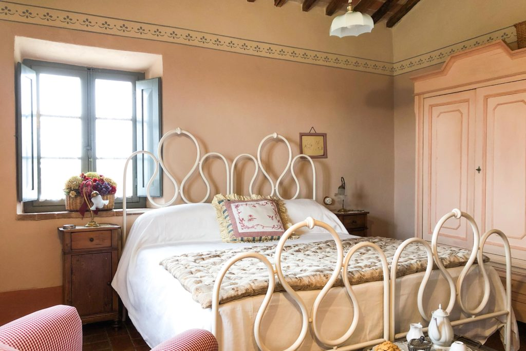 Suite Gardenia bedroom - bed and breakfast in Chianti Siena Tuscany