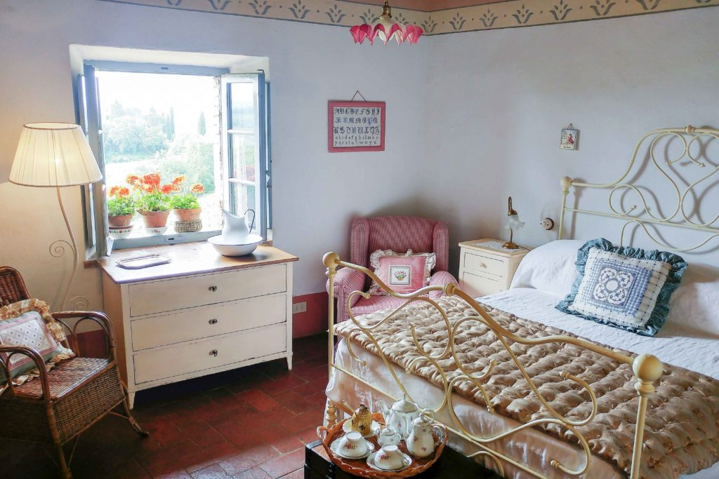 Double Fiory bedroom - bed and breakfast in Chianti Siena Tuscany