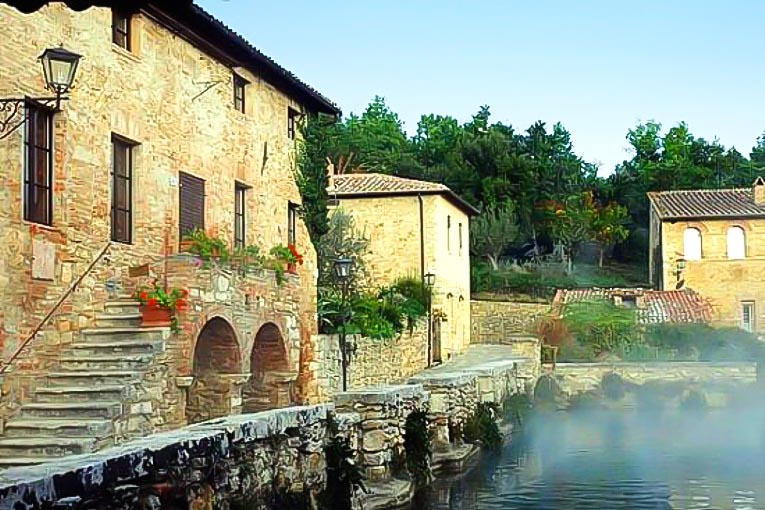 Bagno Vignoni hot springs - what to do in Chianti Siena Tuscany